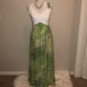 Robbie Bee Green and White Floral Dress Gown Sz 8